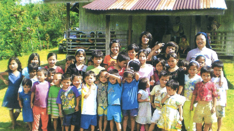 Early-childhood-education-group-photo